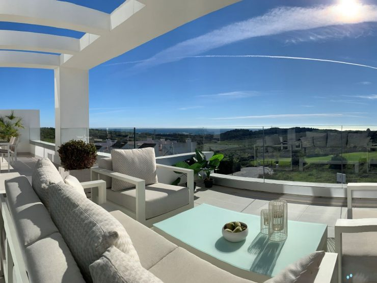 Luxury apartments in a modern, contemporary style first line to Golf