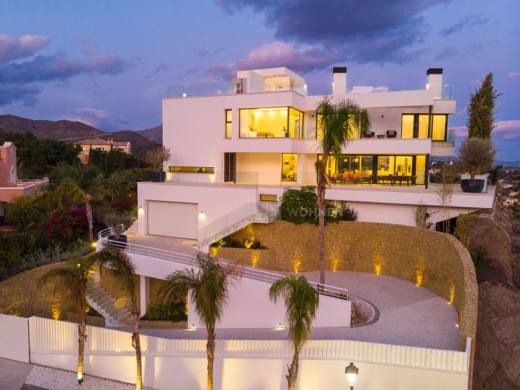 REAL ESTATE – Property of the Month November 2019 – Modern villa with panoramic views in Marbella – La Quinta Golf