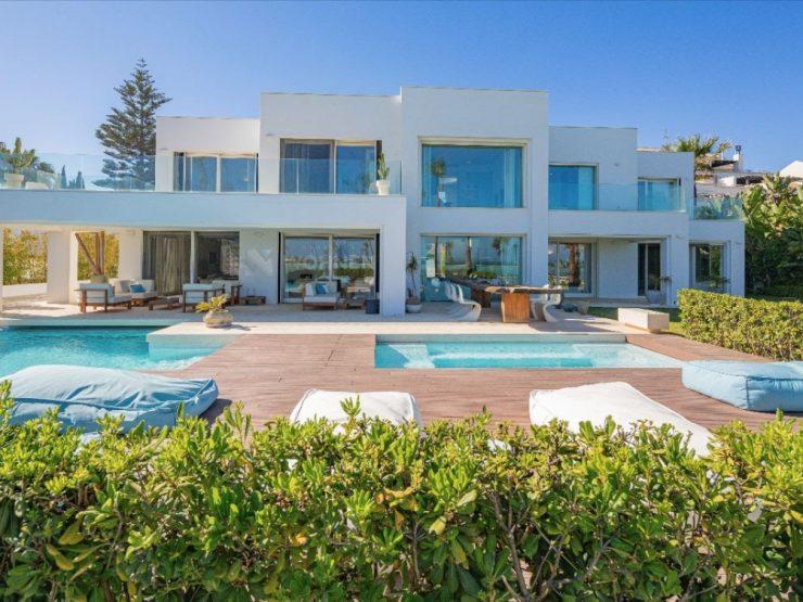 Magnificent Frontline Beach contemporary villa located next to Puerto Banús