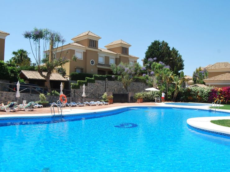 Big semi-detached house with swimming pool in  Santa Clara Golf