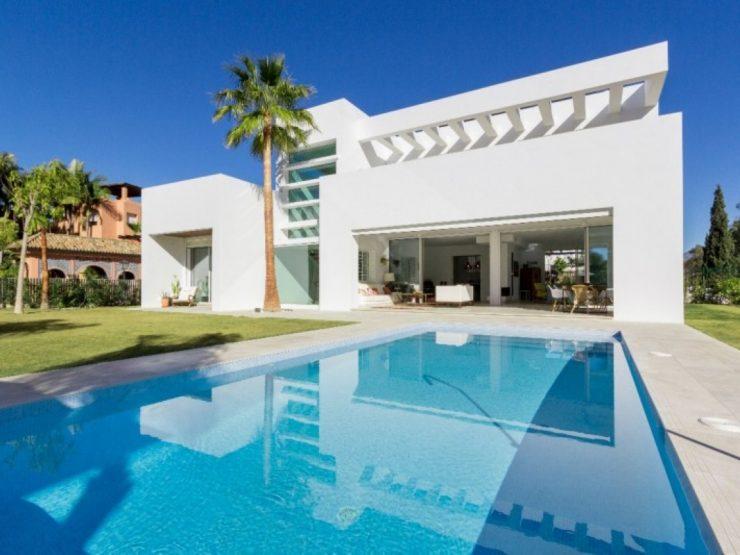Fantastic newly built villa in modern style near the beach