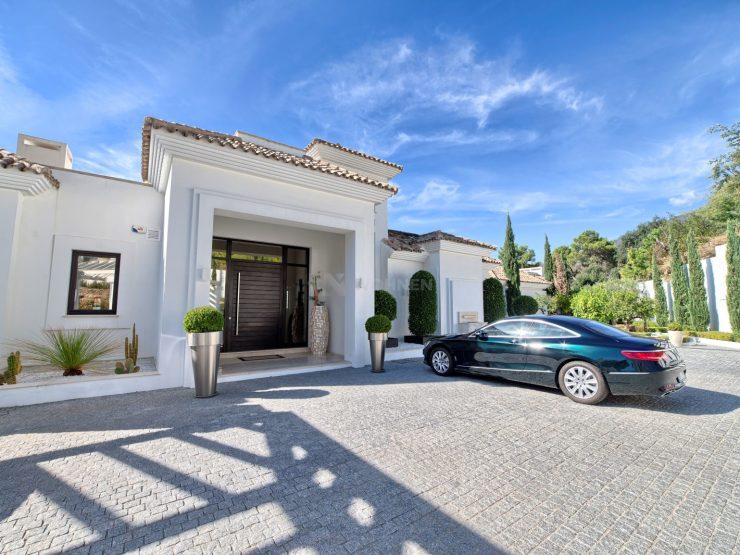 Contemporaty quality villa with spectacular views in La Zagaleta