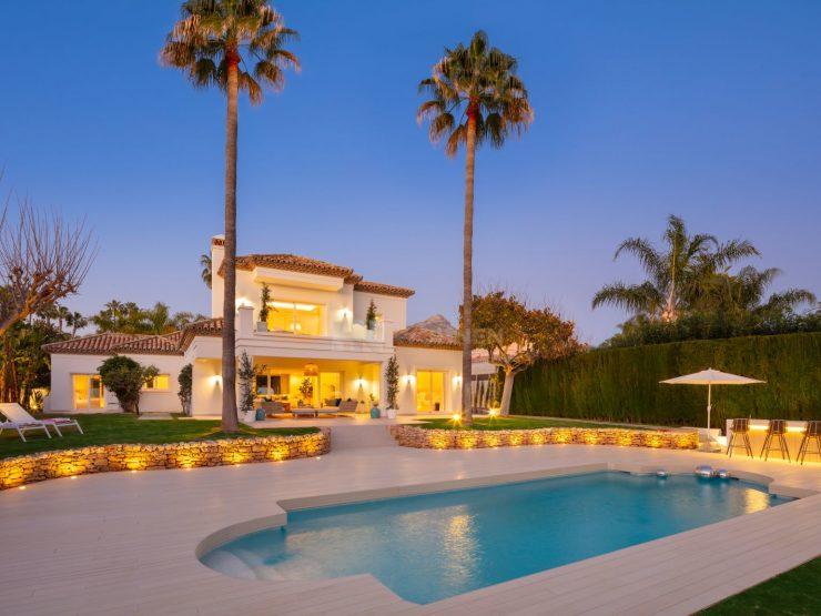 A beautifully renovated frontline golf villa in Los Naranjos Golf
