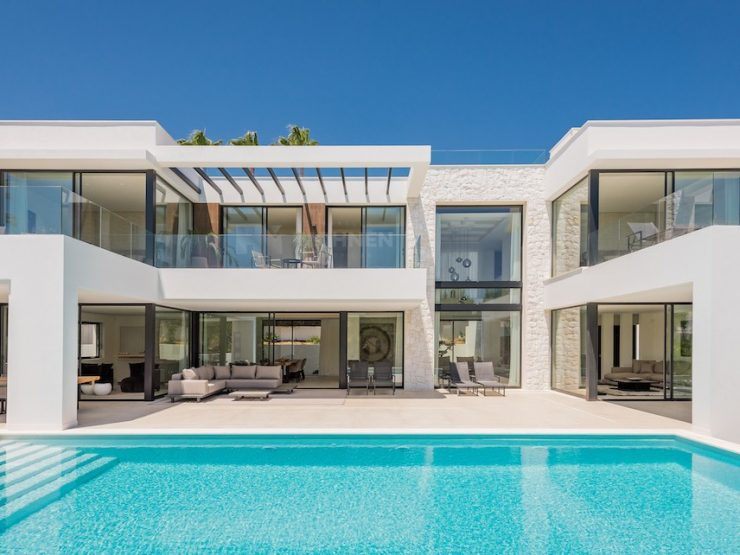 Luxury villa just 600 metres to some of the best beaches in Marbella