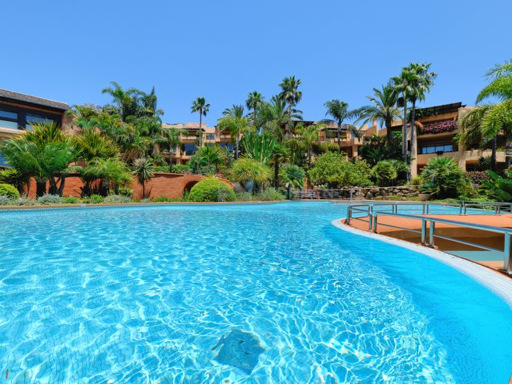 Spacious and bright apartment on the Golden Mile, Marbella