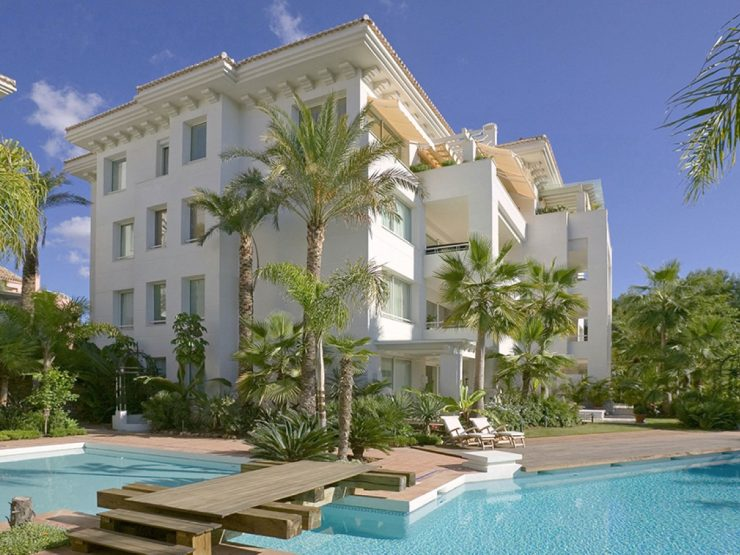 Fantastic south west facing duplex penthouse in Marbella