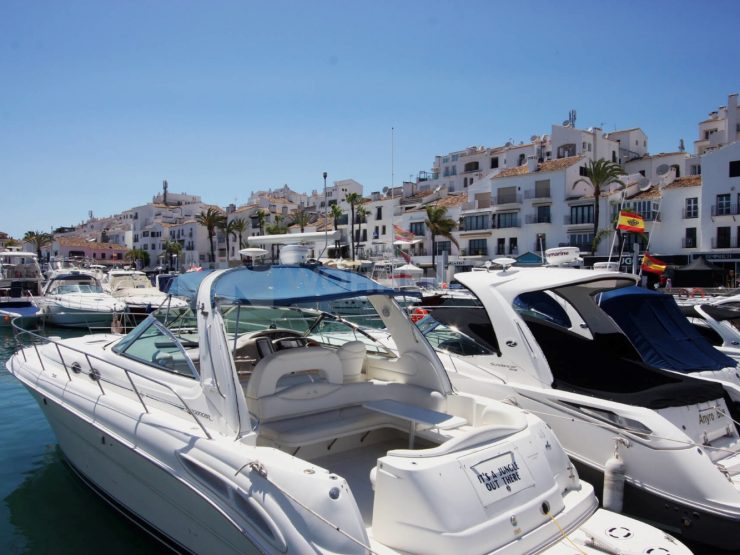 Fully renovated apartment in the port of Puerto Banus