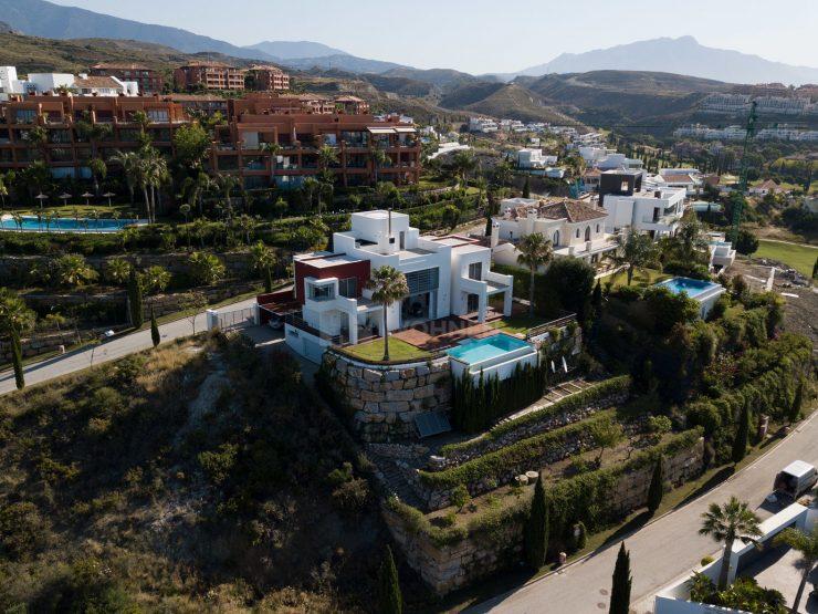Contemporary quality villa in Los Flamingos Golf Resort