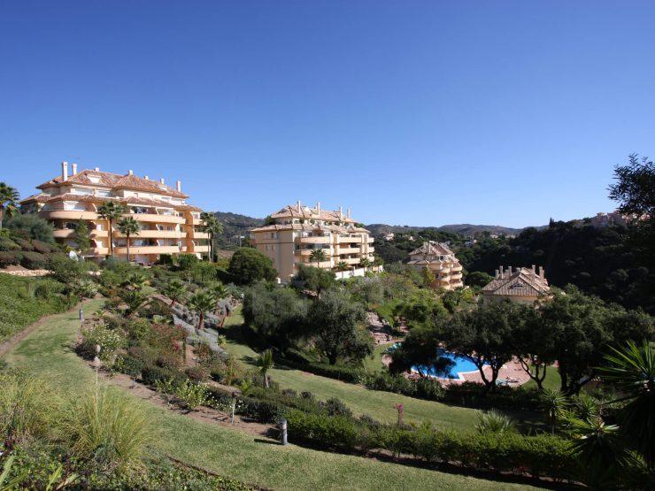 Nice apartment with wonderful sea and golf views in Elviria Hills – Marbella