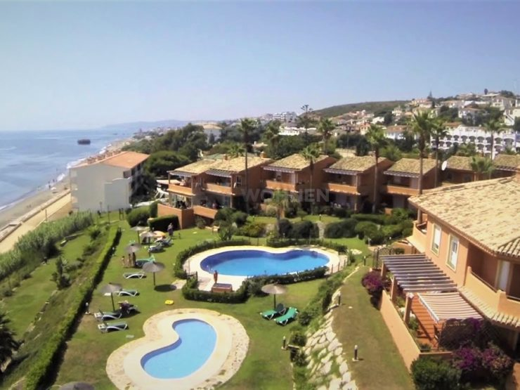 Completely renovated, penthouse with direct access to the beach