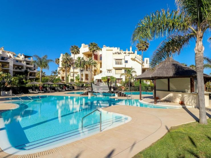 Completely renovated, high quality apartment with direct access to the beach