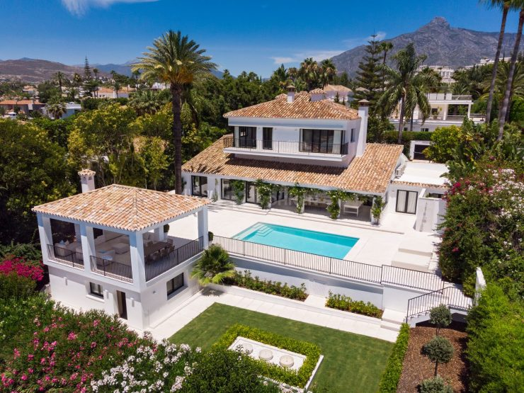 Elegantly villa frontline to one of Marbella's most prestigious golf courses