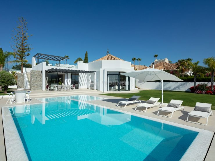 REAL ESTATE – MARBELLA – Property of the month July 2020 – Modern villa in a privileged location in Aloha Golf