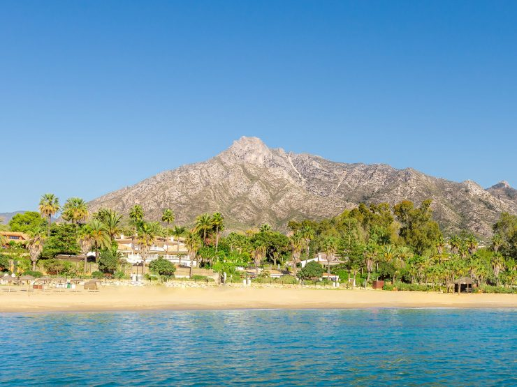REAL ESTATE – Discover the benefits of living in Marbella: by the sea