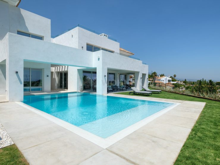New built villa with spectacular sea- and mountain views