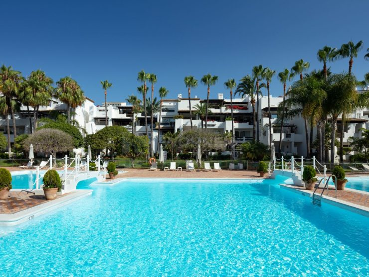Duplex penthouse in the heart of the Puente Romano on Marbella's Golden Mile