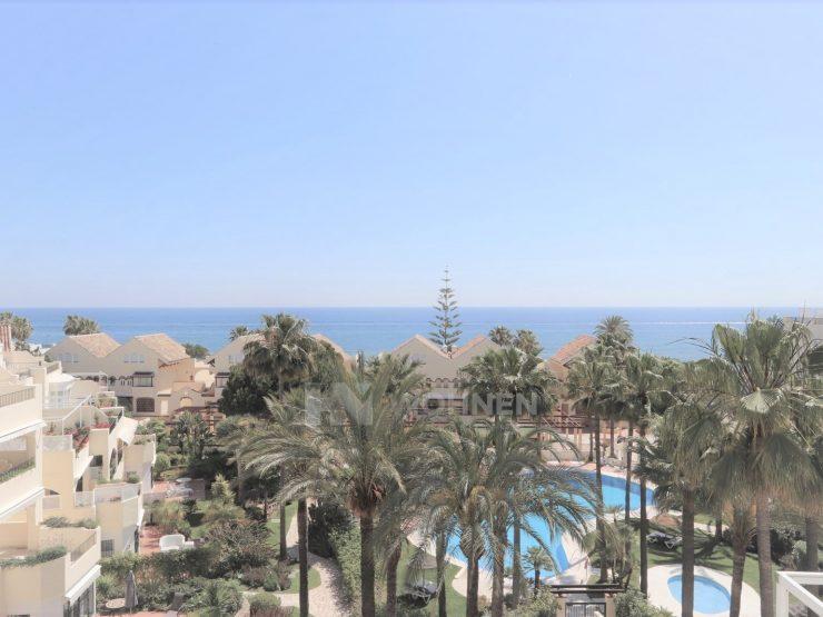 Beautiful penthouse on Elviria beach with panoramic sea views