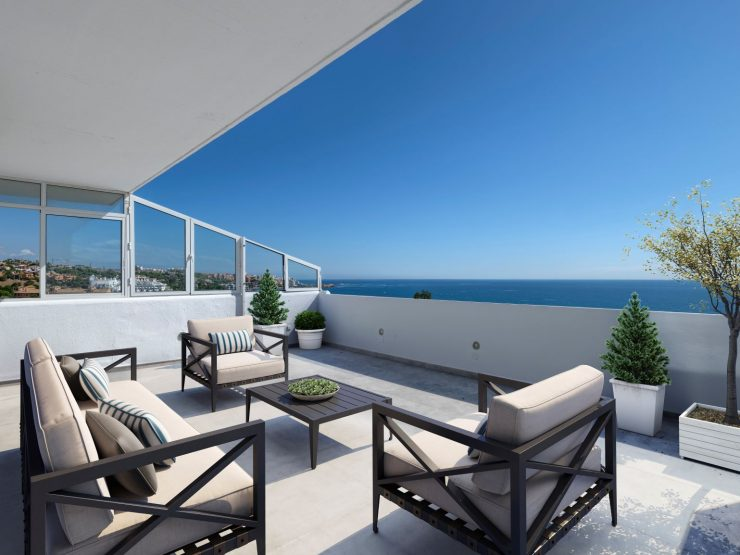 Fully renovated duplex penthouse front line beach