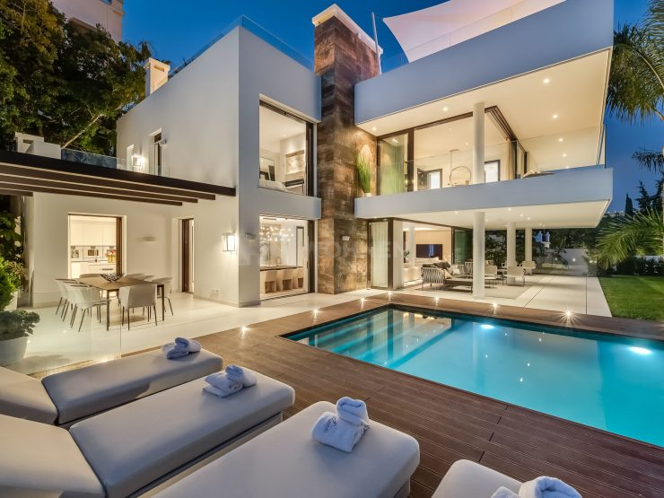Modern villa on the Golden Mile Beach – Marbella