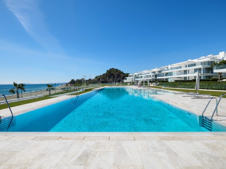Frontline beach brand new top luxurious apartment withspectacular sea views