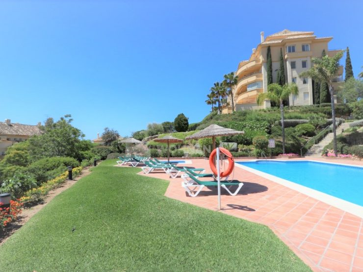 Fantastic elevated ground Floor apartment with sea views in Elviria Hills, Marbella