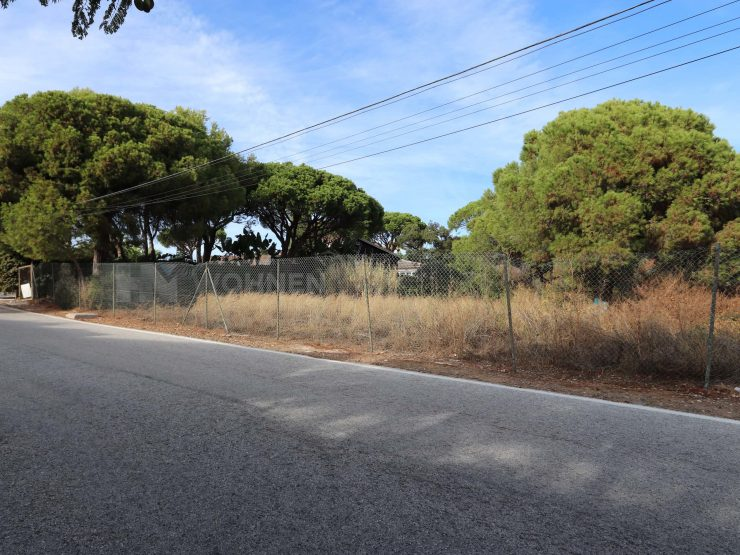 Magnificent flat plot in Elviria – Marbella