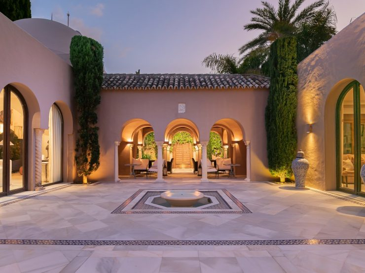 REAL ESTATE – MARBELLA – Property of the month March 2021 – breathtaking mansion just 100 meters from the sea – Marbella