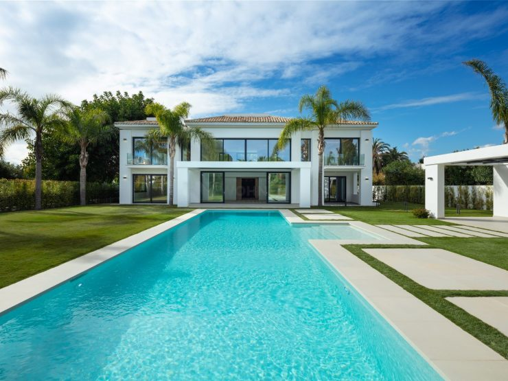 Modern mansion less than 100m from the beach