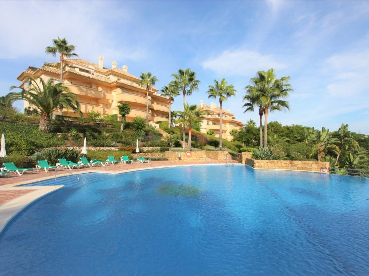Beautiful groundfloor apartment in Elviria Hills with golf views