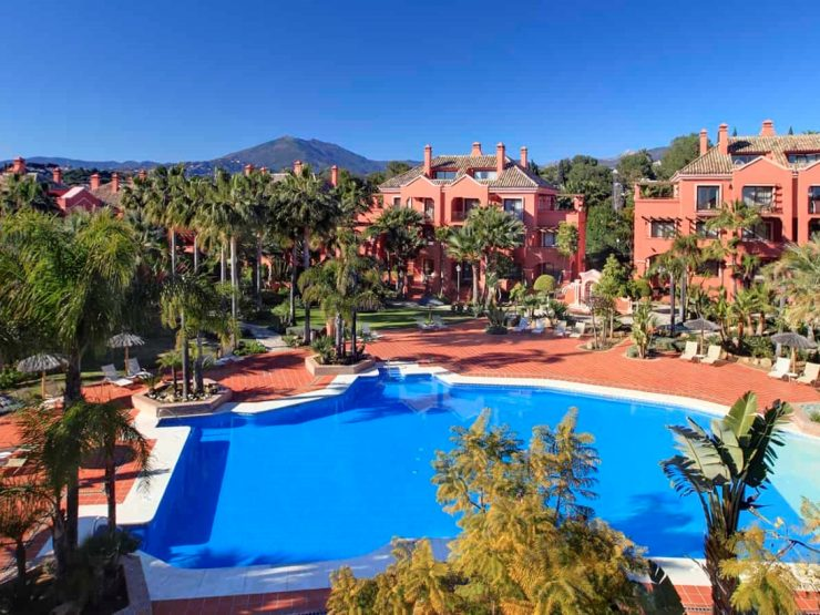 Spacious south facing apartment near Puerto Banus