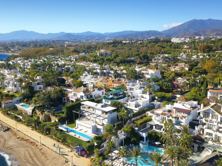 Beach front villa in 2nd line Puente Romano, Golden Mile-Marbella