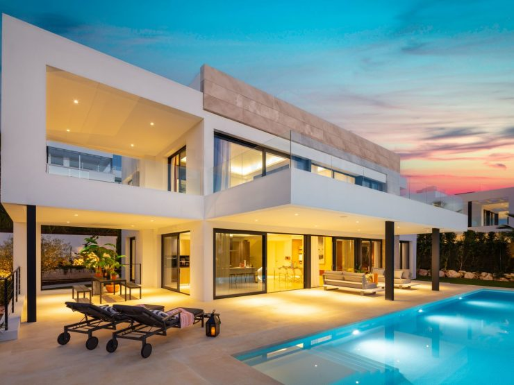 Modern new build villas with views over Nueva Andalucia and the sea