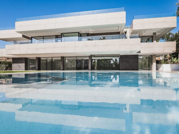 Ultra modern designed villa just a few meters from the beach