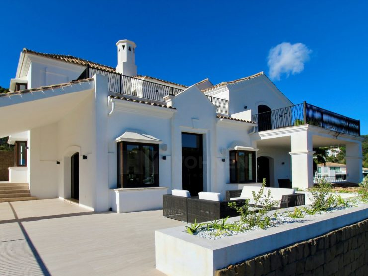Spectacular luxury villa with beautiful sea and mountain views