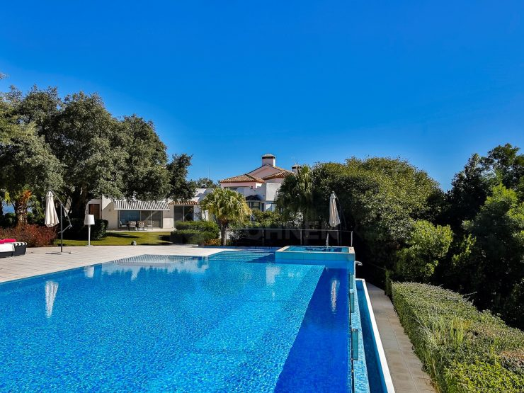Unique villa with great views in La Mairena – Marbella