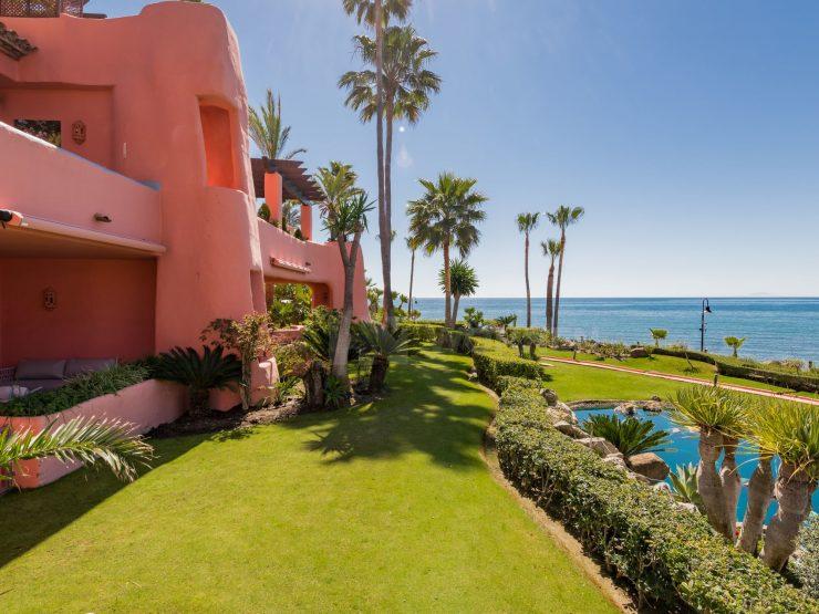 Ground floor garden apartment on the beachfront