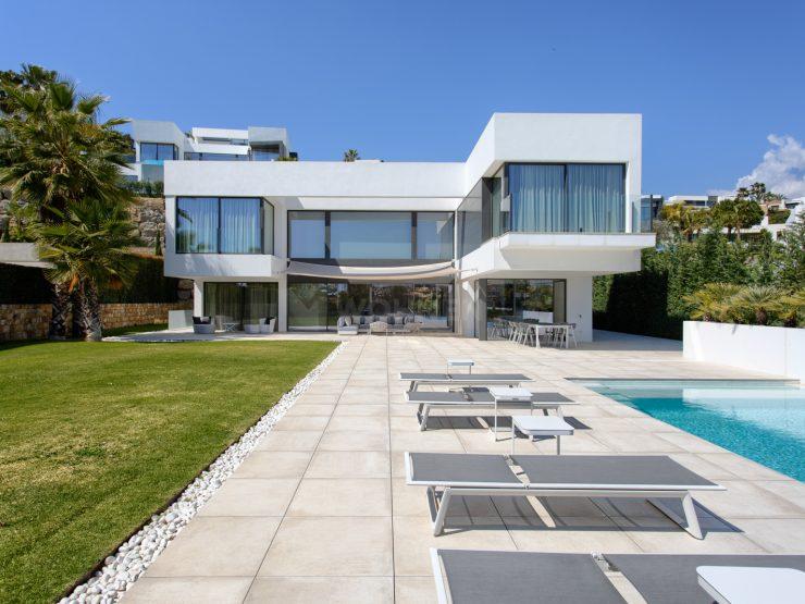 Modernes Luxus Anwesen mit spektakulären Panoramablick auf das Meer