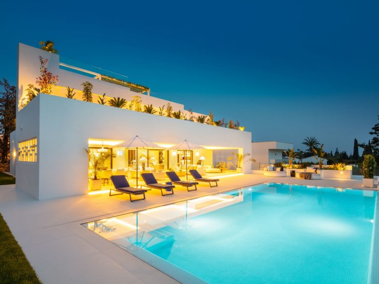 REAL ESTATE – MARBELLA – Property of the month April 2021 – Modern villa in the centre of the Golf Valley Nueva Andalucía – Marbella