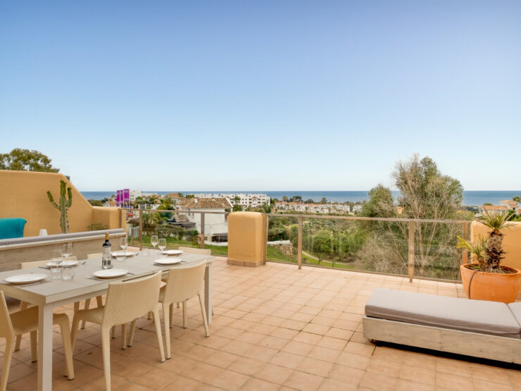 Spacious renovated penthouse in La Resina Golf with seaviews