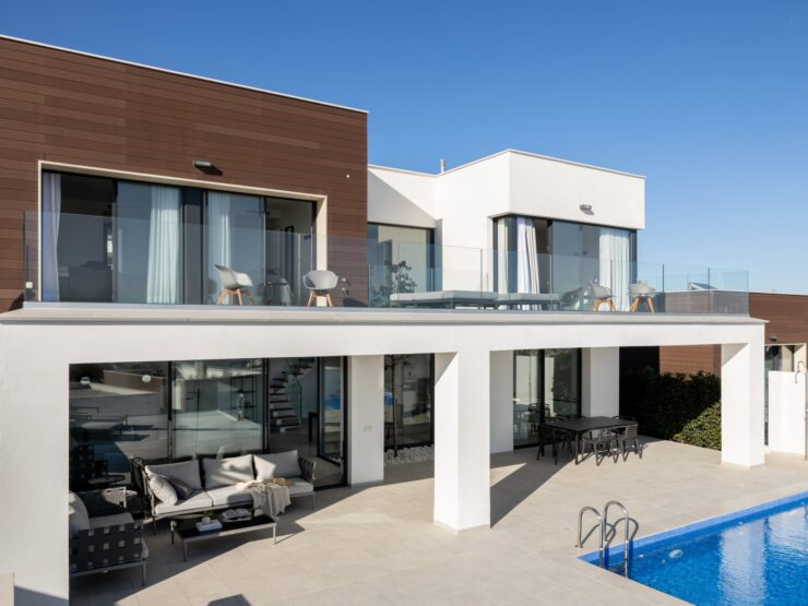 Luxury villa with views of the sea and the golf