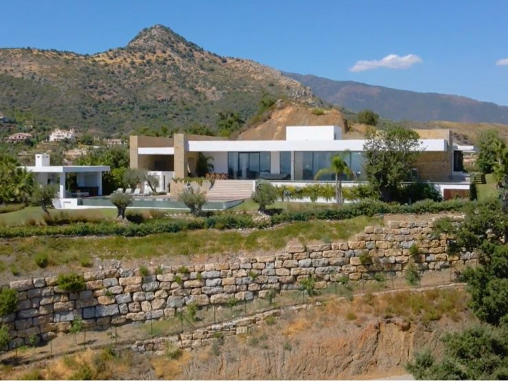 Ultra-Modern villa with Panoramic views in Marbella Golf Resort