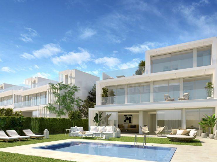 Luxury houses next to the golf course in La Reserva de Sotogrande