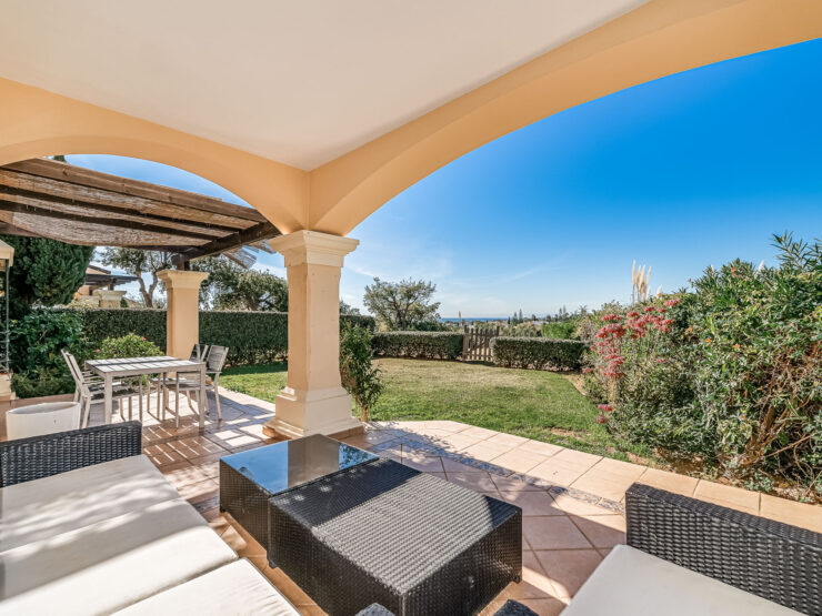 Ground floor apartment with private garden and excellent sea views