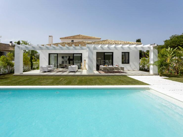 New villa near the beach in Guadalmina Baja