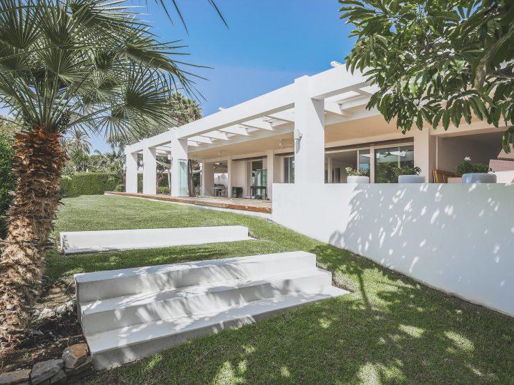 Fully renovated Luxury Villa with guest house in Cascadas de Camojan