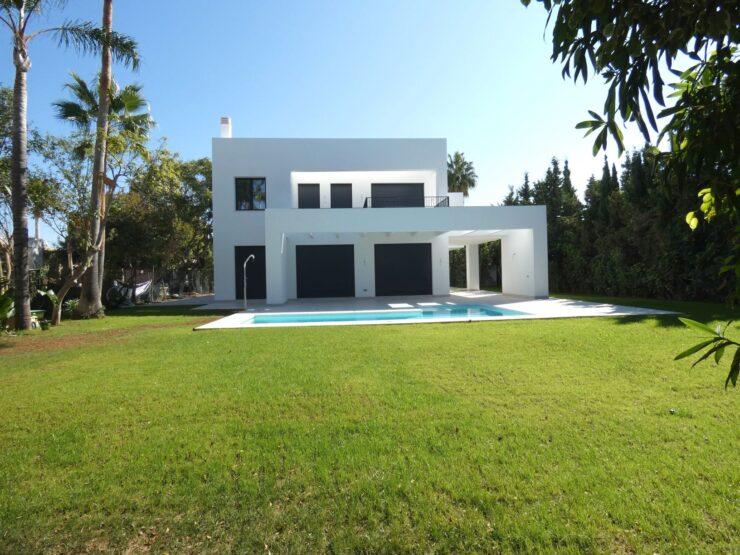 Unique villa in next to the beach in Atalaya Baja