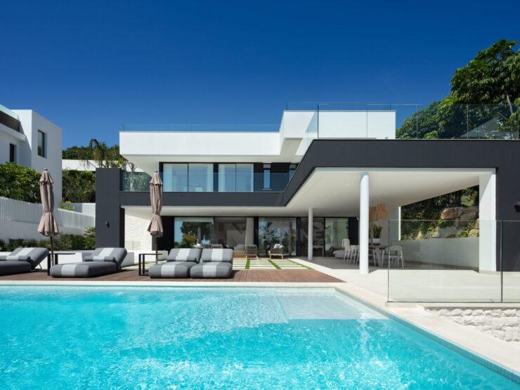 New contemporary style luxury villa in Nueva Andalucia