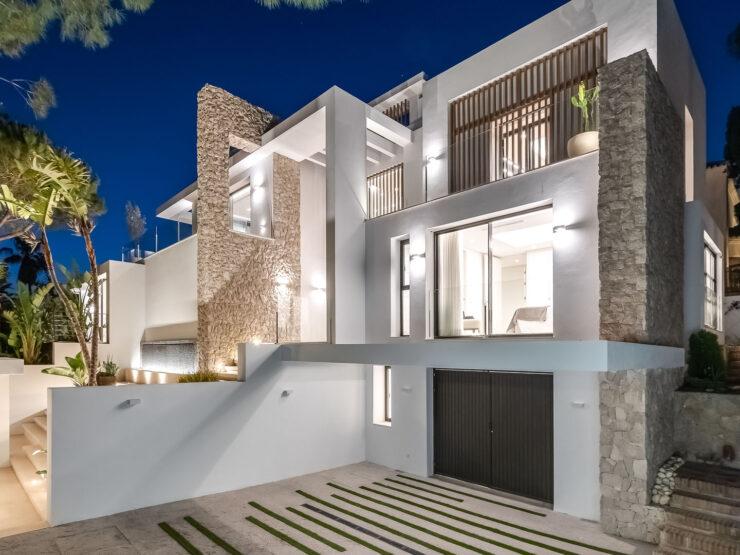 A stylish new villa by the beach in Marbesa