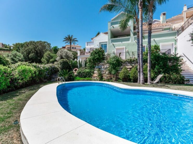 Lovely townhouse with views of Marbella and the sea