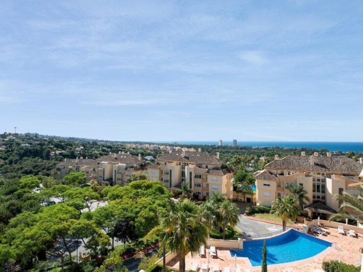 Fantastic apartment overlooking the sea in Elviria Hills, Marbella